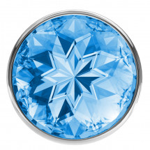 Малая серебристая анальная пробка Diamond Light blue Sparkle Small с голубым кристаллом - 7 см.